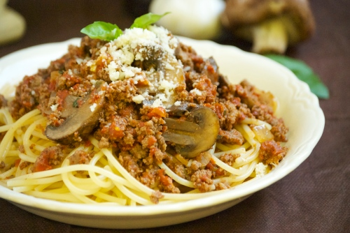 Homemade Spaghetti Sauce with Mushrooms and Garlic | Relishing It