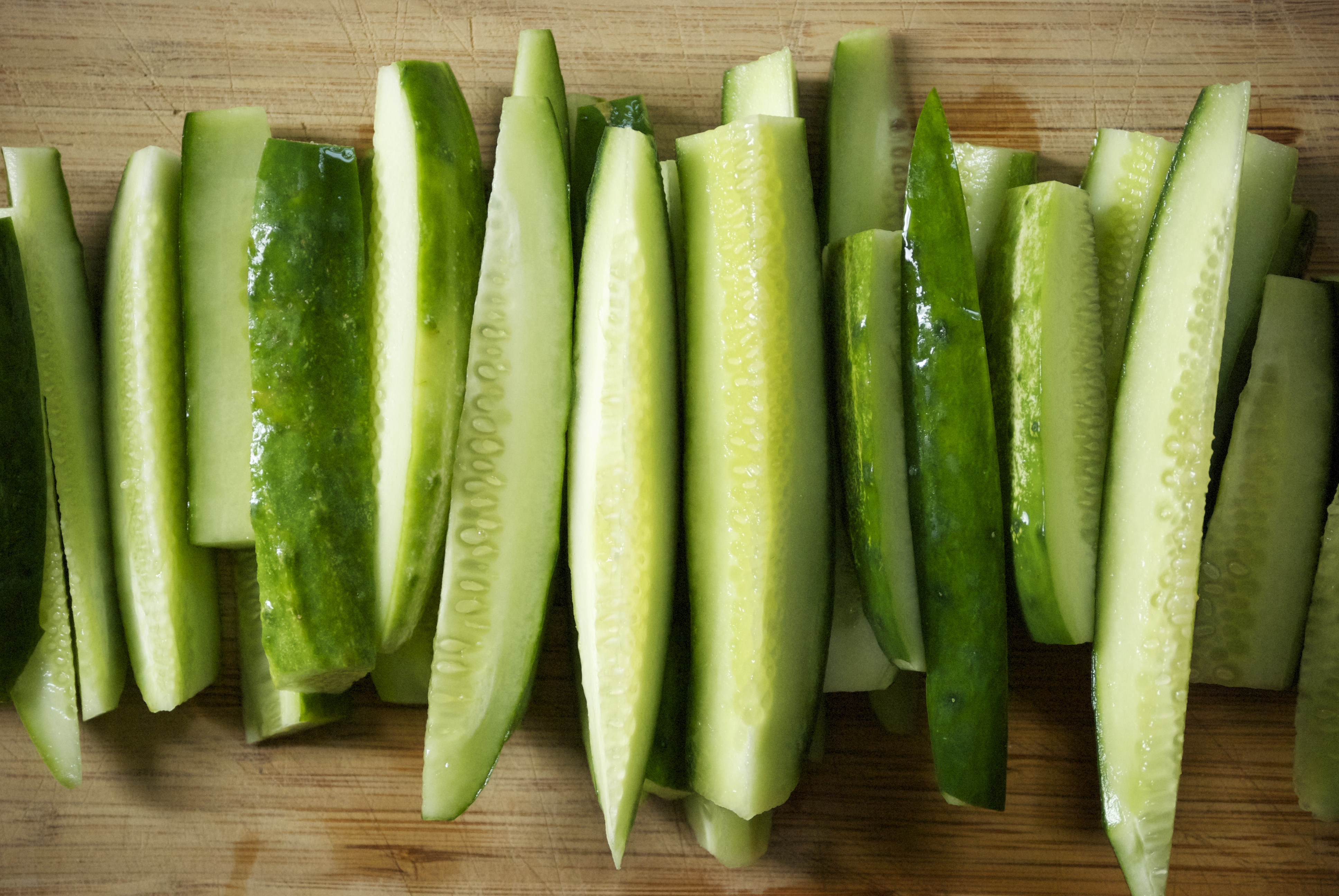 Crunchy Refrigerator Pickles with Dill and Garlic | Relishing It